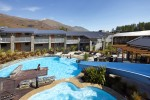 Wyndham Vacation Resorts Wanaka pool and hot tub